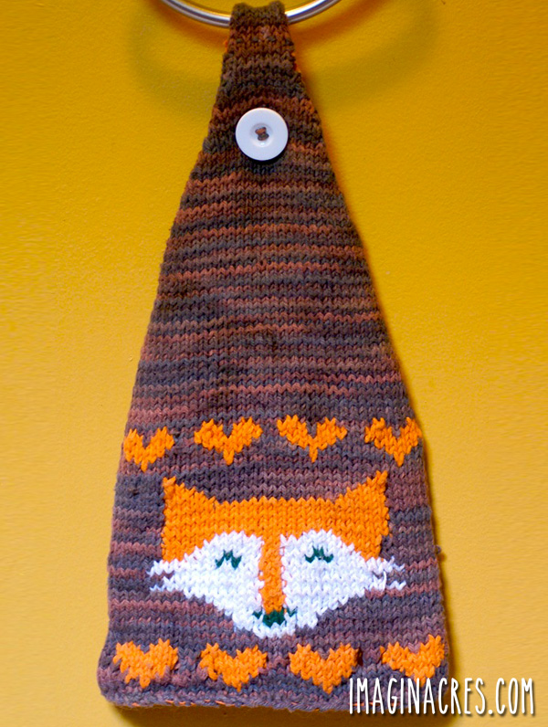 Looking for a simple knitting project and a pop of foxy whimsy for the kitchen? This Fox tea towel is your solution!
