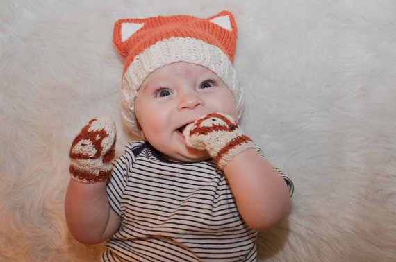 This knitting pattern includes the fox hat and mittens!
